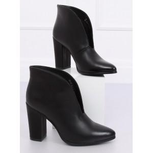 Kotníkové boty na podzim v černé barvě