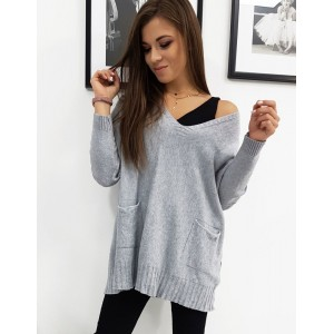 Dámský svetr v šedé barvě na jaře