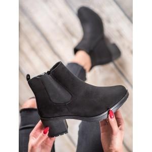 Černé dámské boty na nízkém podpatku