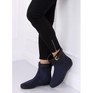 Moderní dámské boty v modré barvě na podzim