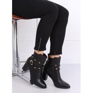 Dámské boty s aplikacemi v černé barvě