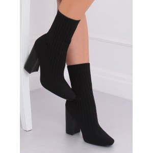 Kotníkové dámské boty v černé barvě na podpatku