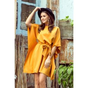 Stylové dámské žluté šaty s páskem zvýrazňujícím postavu