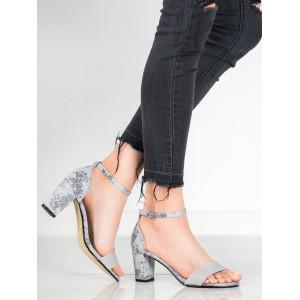 Bílé dámské sandály na podpatku v leopardího motivu