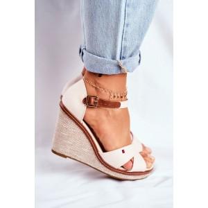 Dámské béžové sandály na širokém podpatku