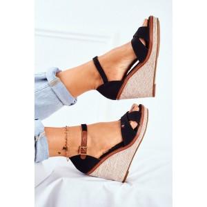 Vysoké dámské sandály na platformě v černé barvě