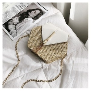 Pletená kabelka dámská v bílé barvě na rameno