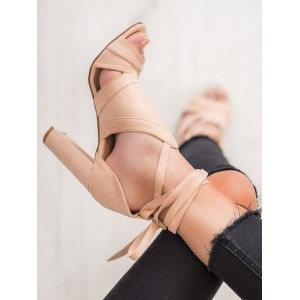 Vázané dámské sandály na vysokém podpatku v béžové barvě