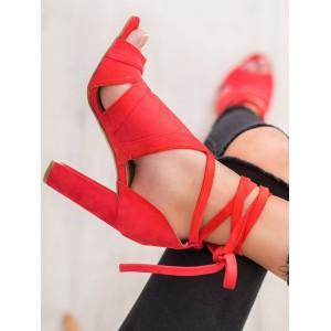 Stylové dámské sandály na podpatku v červené barvě
