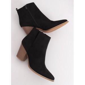 Černé dámské kotníkové kozačky na módním podpatku