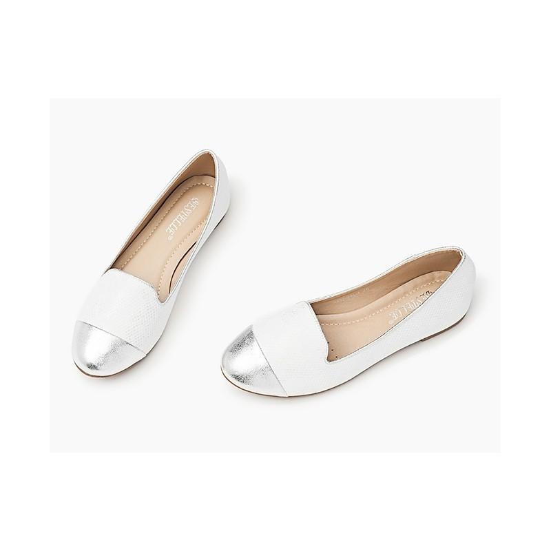 Moderní dámské balerínky bílé barvy se stříbrnou špičkou - manozo.cz 1ceb0b98f67