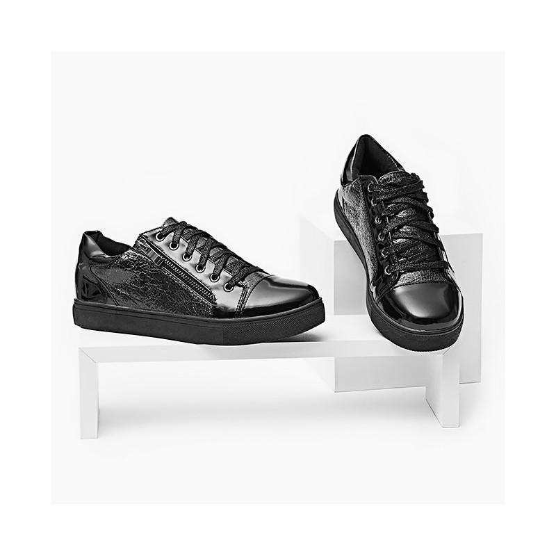 Poutavé dámské tenisky černé barvy s lakovanou patou a špičkou ... beb79c25a37
