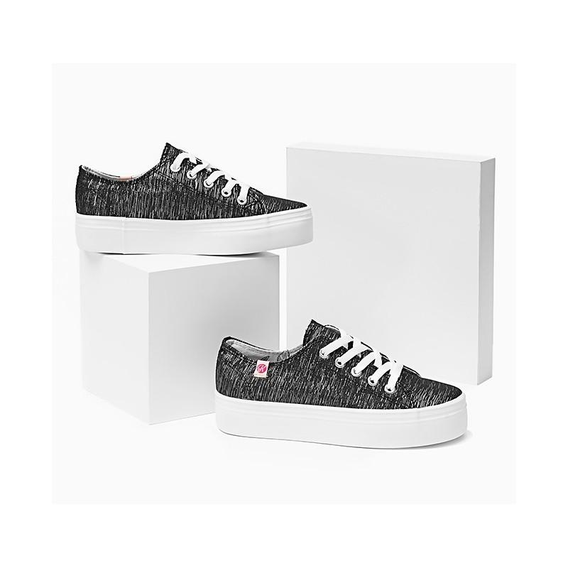 bad8451b886 ... obuv Dámské pohodlné tenisky černo bílé barvy na hrubé podrážce.  Předchozí