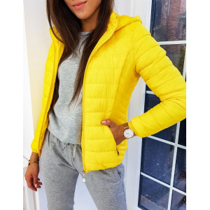 Prošívaná bunda na podzim ve žluté barvě