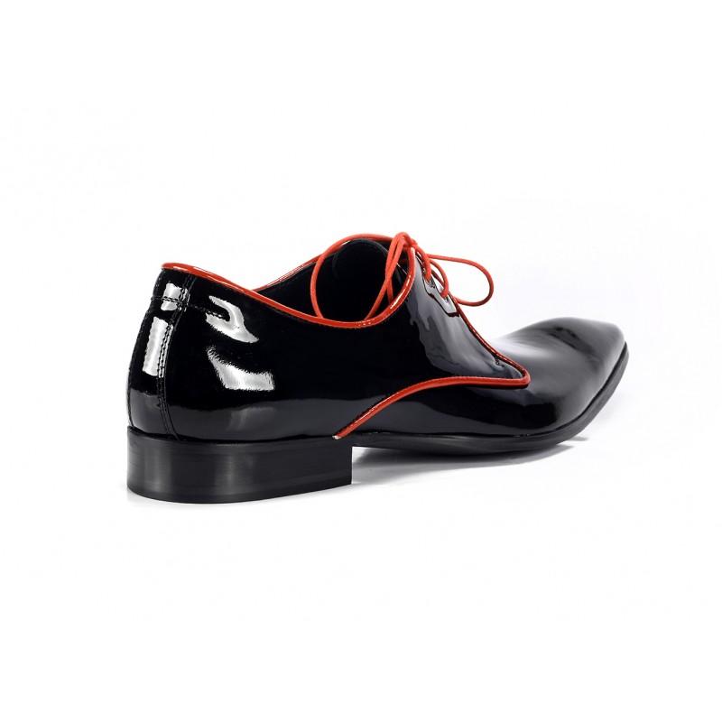 39bcf4f268af Elegantní pánské kožené boty COMODO E SANO černé barvy s červenými ...
