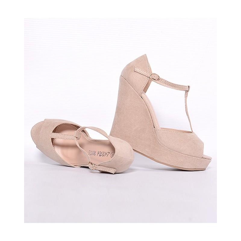 Dámské sandály béžové barvy se zapínáním na boku - manozo.cz e2469e82c8