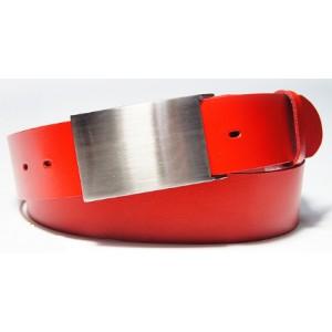 Moderní pánský pásek červené barvy se stříbrnou přezkou