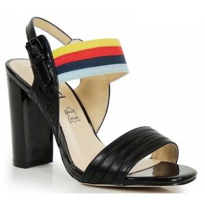 Černé dámské sandály na podpatku s barevným páskem
