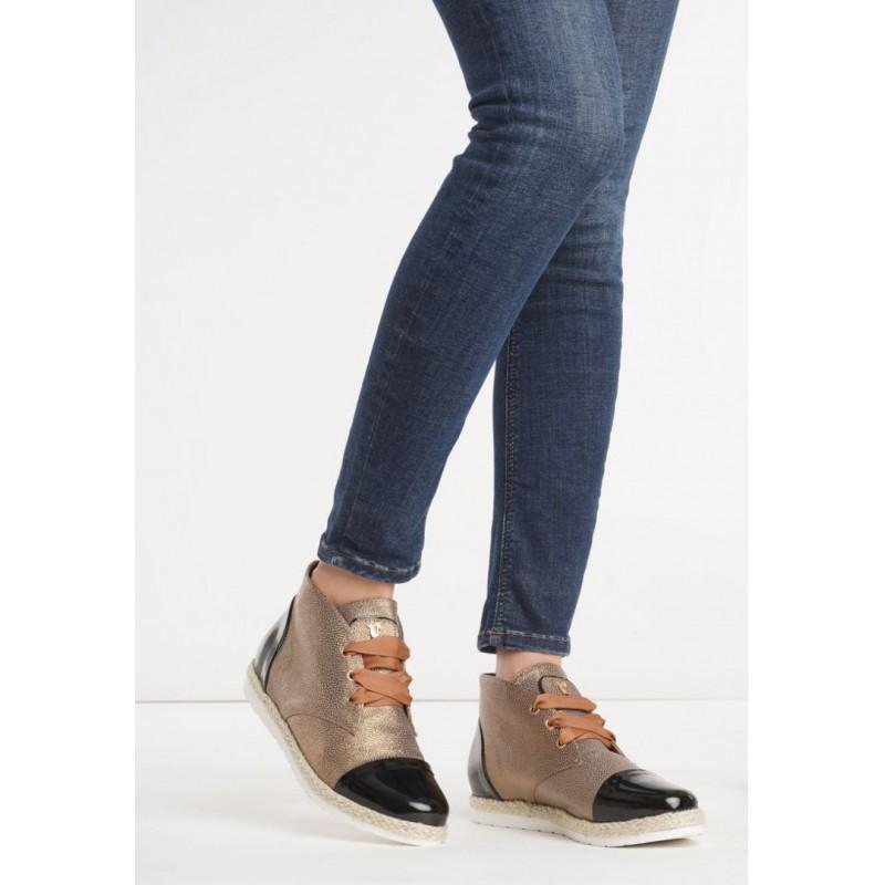 ... obuv Hnědé dámské boty s pleteným copem kolem podrážky. Předchozí 14d6062d4b
