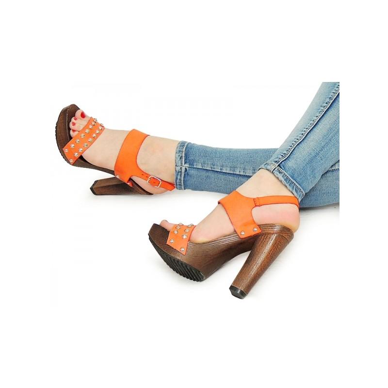 Letní dámské sandály oranžové barvy - manozo.cz ba9cab8d0a