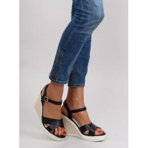 Letní černé dámské sandály na platformě