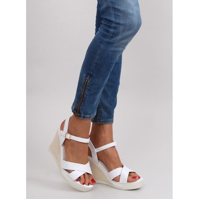 df1a41616c94 DÁMSKÁ OBUV Sandály Platforma Elegantní dámské sandály na platformě bílé  barvy. Předchozí