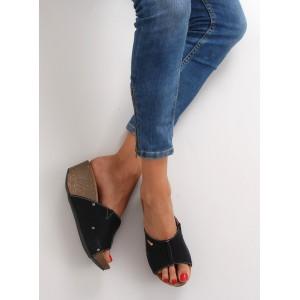 Černé dámské pantofle na platformě