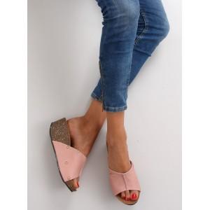 Růžové letní pantofle na platformě