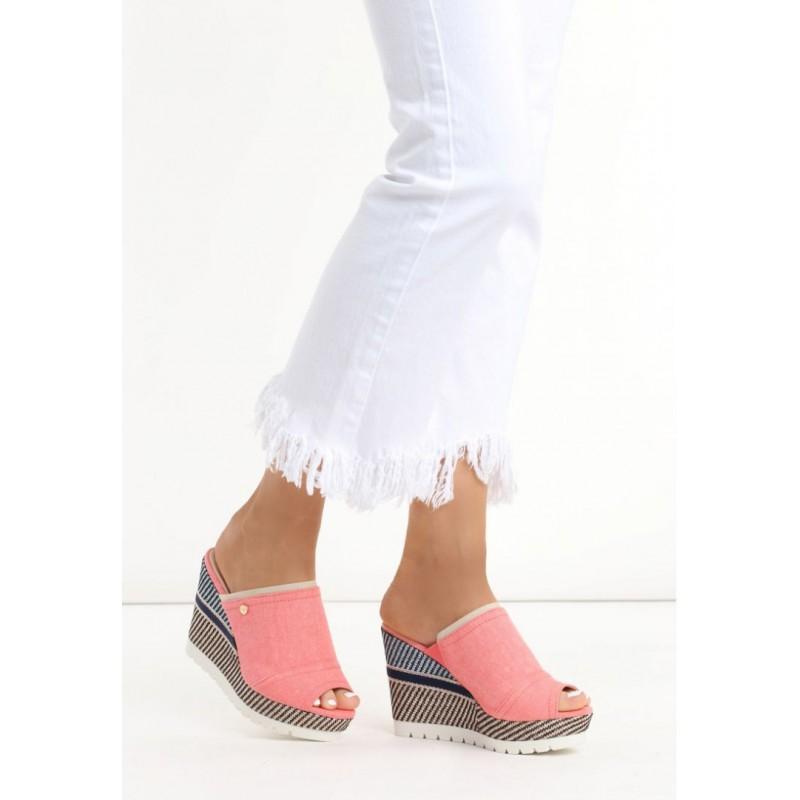 8b3ce85e62fa Trendy růžové dámské sandály na platformě - manozo.cz