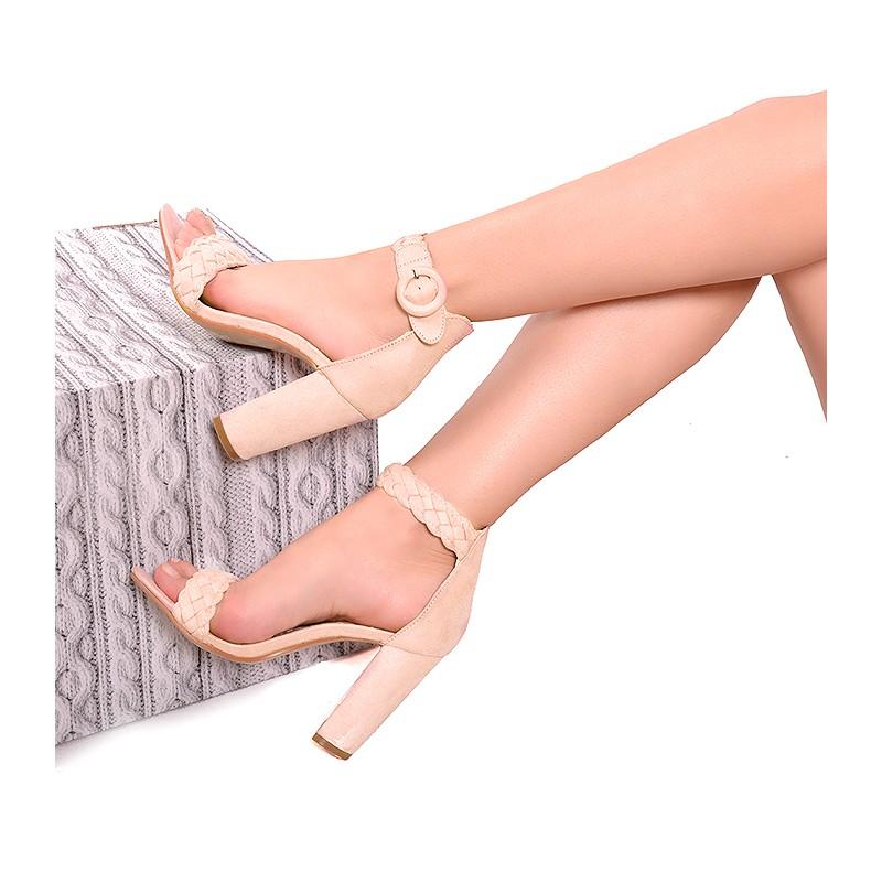 5c2b8402a20f Růžové dámské sandály se zapínáním na boku - manozo.cz