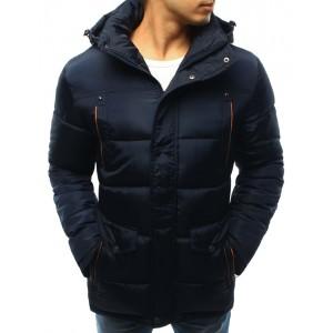 Pánská zateplená zimní bunda s kapucí v tmavě modré barvě s oranžovým lemováním kolem kapes