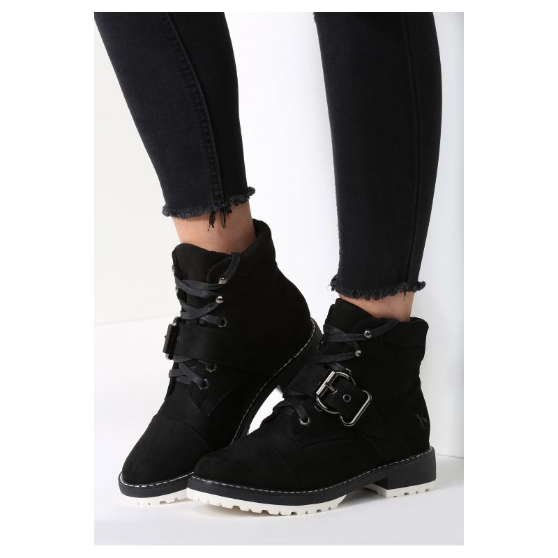 ... obuv Dámské zimní boty černé barvy s nízkým podpatkem a přezkou.  Předchozí 1b1aac882da
