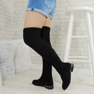 Černé dámské jednoduché semišové kozačky na zimu v černé barvě na nízkém podpatku