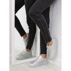 Stříbrné dámské sportovní boty s tlustou podrážkou vhodné pro volný čas