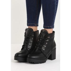 Zateplené černé dámské kotníkové boty s vázáním na hrubém podpatku