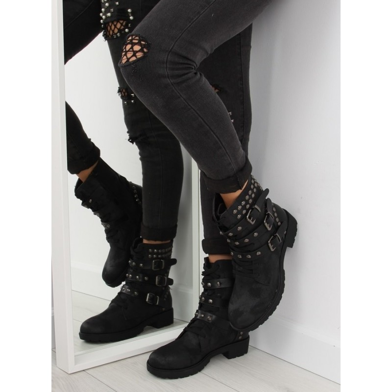 ... obuv Černé vybíjené dámské boty na zimu s nízkým podpatkem a přezkami.  Předchozí 3f1b4ab392c