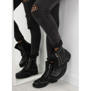 Moderní černé dámské boty na zimu se stříbrným ozdobami