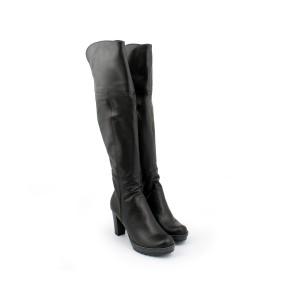 Elegantní kožené kozačky černé barvy na hrubem vysokém podpatku