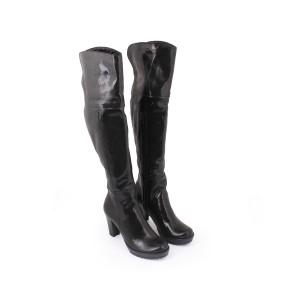 Lesklé černé přechodné kožené kozačky pro dámy s černým zipem