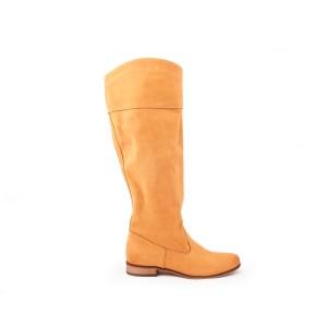 Moderní kožené kozačky pro dámy pískové barvy na nízkem podpatku