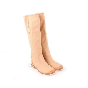 Elegantní kožené dámské kozačky béžové barvy na nízkém podpatku se zaoblenou špičkou