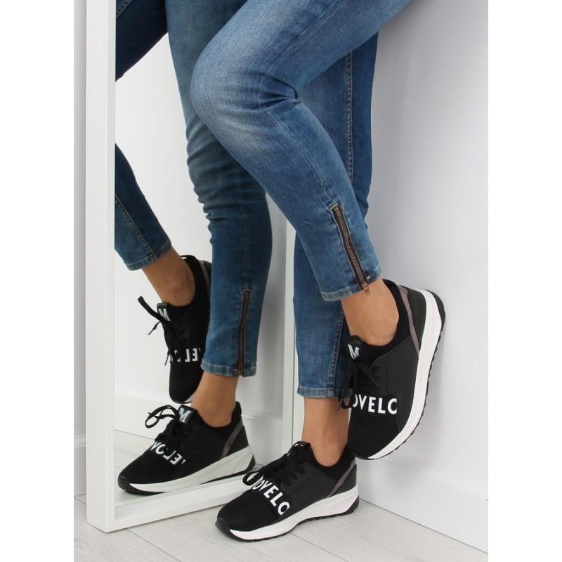 Dámské sportovní boty v černé barvě na bílé vyvýšené podrážce ... 1bb08b92ba