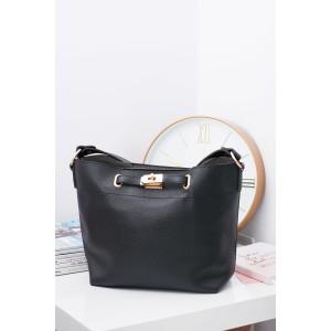 Moderní dámské kabelky na rameno v černé barvě ozdobené přezkou