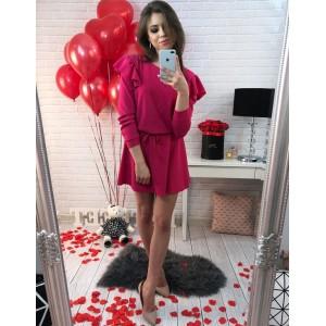 Krátké růžové dámské šaty s volány na rukávech