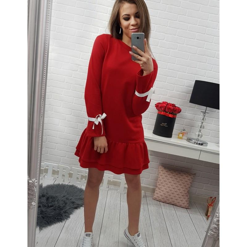 efdfa20f106b Ležérní dámské šaty červené barvy s dlouhým rukávem zdobeným bílou ...
