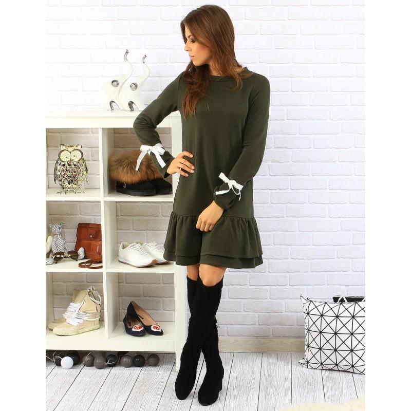 4f4979b4f8da ... zelené dámské šaty s volány a zdobenými dlouhými rukávy. Předchozí