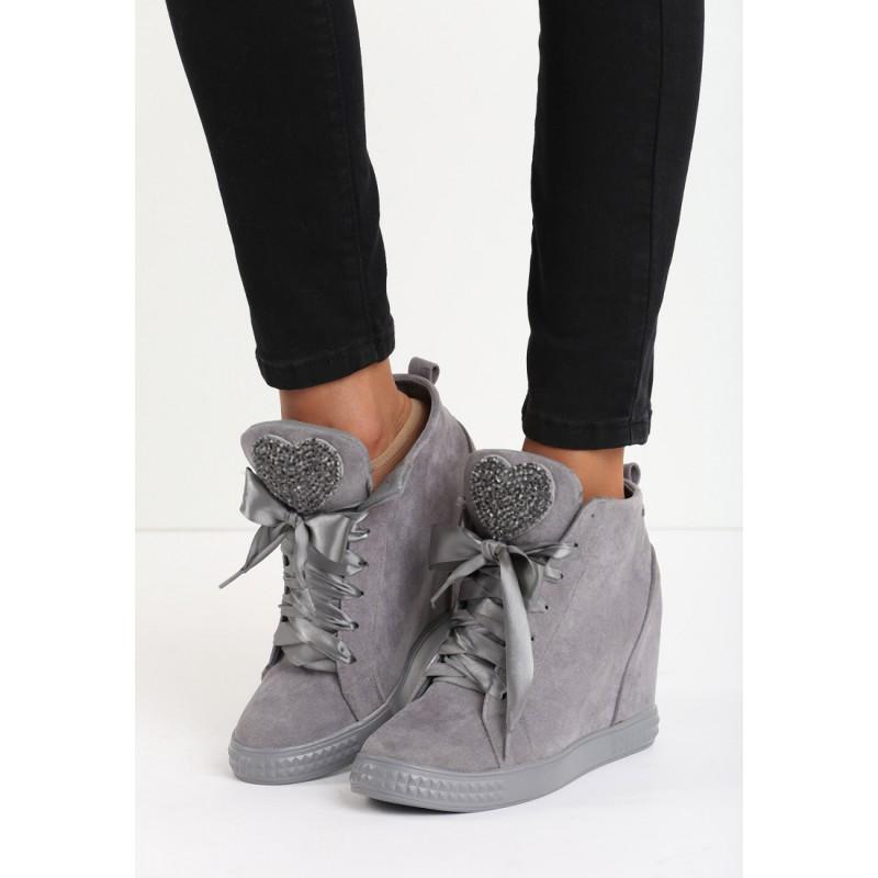 c67515cbe6d5 ... obuv Šedé dámské kotníkové boty na platformě se srdíčky. Předchozí