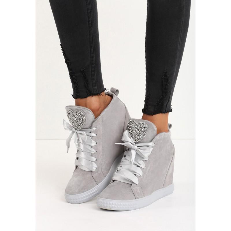 f92f0f03948c ... šedá dámská kotníková obuv na platformě s lesklými tkaničkami a  kamínky. Předchozí