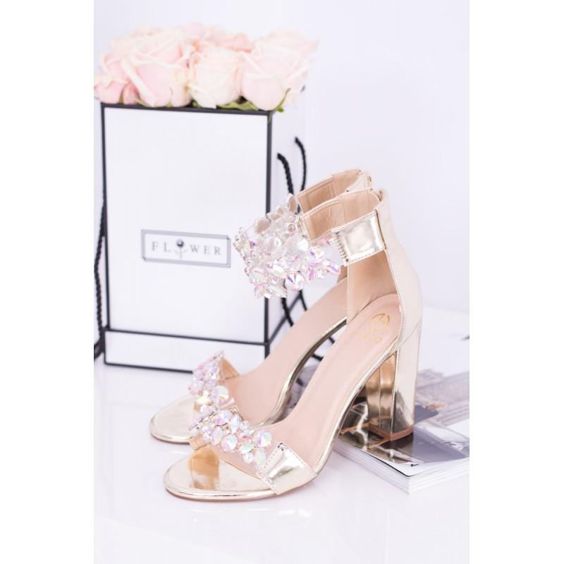 ... Sandály na podpatku zlaté barvy vhodné na každou příležitost 6e577959bc
