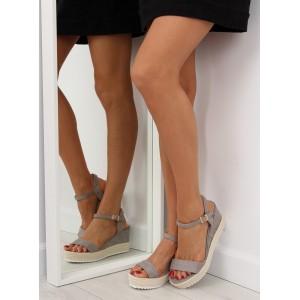 Společenské sandály v šedé barvě na platformě